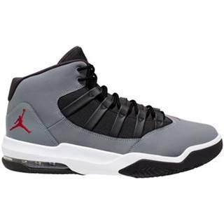 Basketbalová obuv Nike  Air Jordan Max Aura