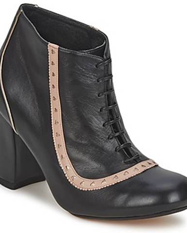 Čierne čižmy Sarah Chofakian